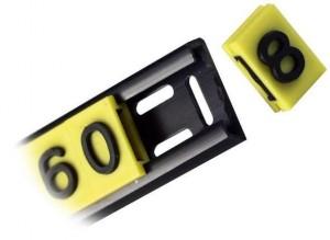 Konfektionierung von Kabelmarkierern auf eine PVC-Profilschiene