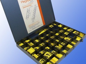 Sortimentkasten aus Metall mit Bestückung Unterdruck-Steckschilder