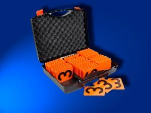 Kunststoff-Sortiment-Koffer mit sinnvoller Ziffern- und Buchstaben-Zusammenstellung